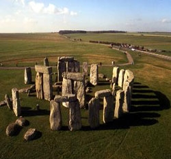 Enjoy the Sights and Sounds of Stone and Bronze Ages through Stonehenge tour