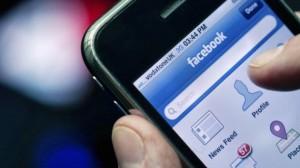Getty_081513_FacebookSmartphone