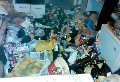 A house was smelling so bad that police thought of something wrong and hence raided over it