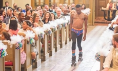Half naked guy appeared as the lifesaver when the best man forgotten the ring