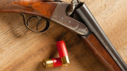 Eleven year old girl made the burglar run from her house using a shotgun