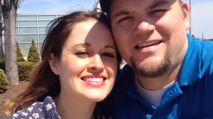 Man planned a fake selfie trick to propose his girl