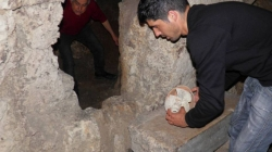Man discovered ancient tomb after went to fix the broken toilet pipe
