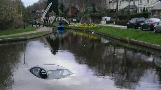 Man found his car in canal after returning from pub