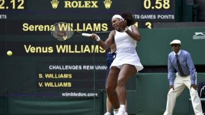 Serena Williams defeats sister Venus to advance at Wimbledon