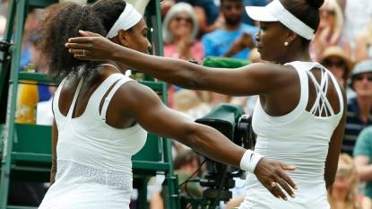 Serena beats Venus to advance at Wimbledon