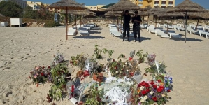 Tunisia attack: Tourists urged to leave over terror fears