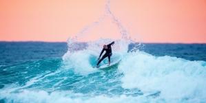 Surfer and shark wrestler returns to Australia