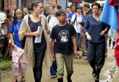 Angelina Jolie meets refugees in Myanmar