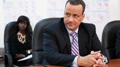 Yemen officials say massive airstrike hits market north of Aden, killing over