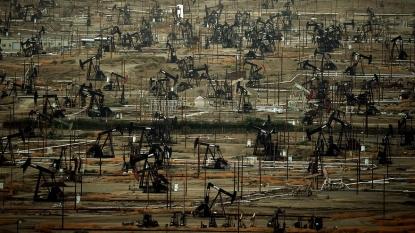 Oil Futures Fall, WTI Crude Hovers Near $40 a Barrel