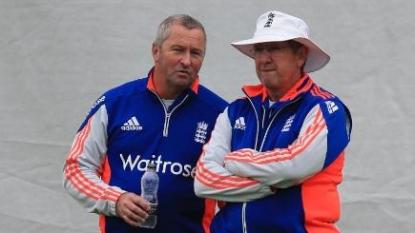 Australia coach Darren Lehmann apologises for Ashes defeat