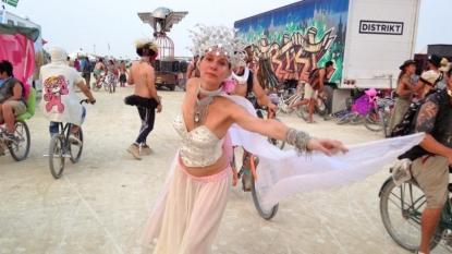 Bugs swarm NV site of Burning Man arts festival