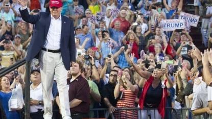 Howard Stern Denies Calling Donald Trump Over Megyn Kelly Interview