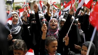 In Yemen, pro-Houthi crowds denounce Saudi air strikes