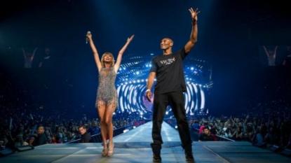 Kobe Bryant surprises Taylor Swift on stage