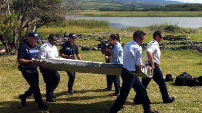 'MH370 debris' arrives in France for testing