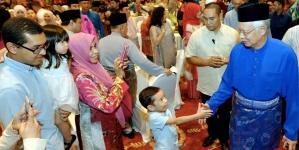 Malaysia PM Najib Razak sacks deputy