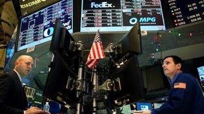 Oil goes down as U.S. supplies climb
