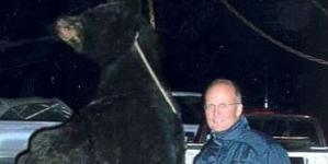 Photos show dentist who killed Cecil the lion illegally shot bear