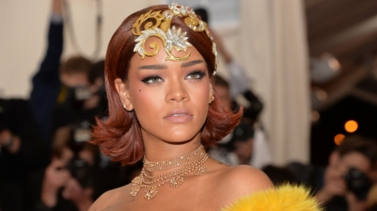 Lewis Hamilton: F1 champion parties with Rihanna in Barbados