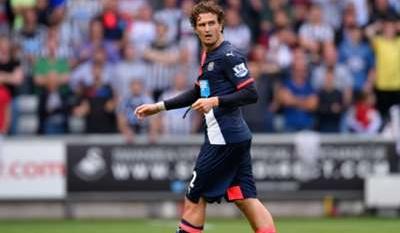 Swansea beats 10-man Newcastle 2-0 in Premier League