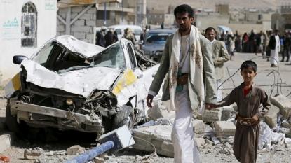 Yemen Conflict 2015: Saudi-Led Airstrikes Kill Dozens Of Civilians As Fighting