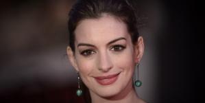 De Niro and Hathaway attend The Intern premiere