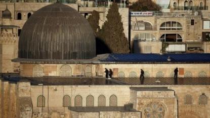 Clashes break out at al-Aqsa mosque in Jerusalem