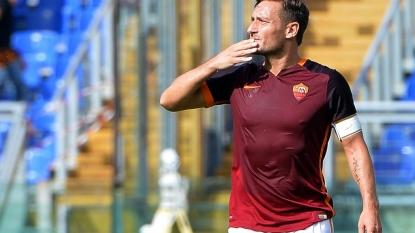 Del Piero congratulates Totti