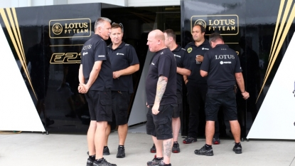 Lotus: Romain Grosjean does Japanese Grand Prix media in rain
