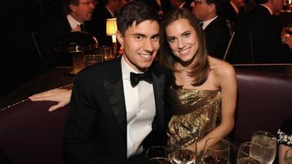 'Girls' Star Allison Williams Weds Longtime Boyfriend; Dons Custom Oscar de la