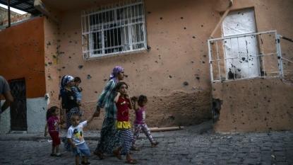 PKK rocket kills two in Diyarbakır, curfew imposed in Hani