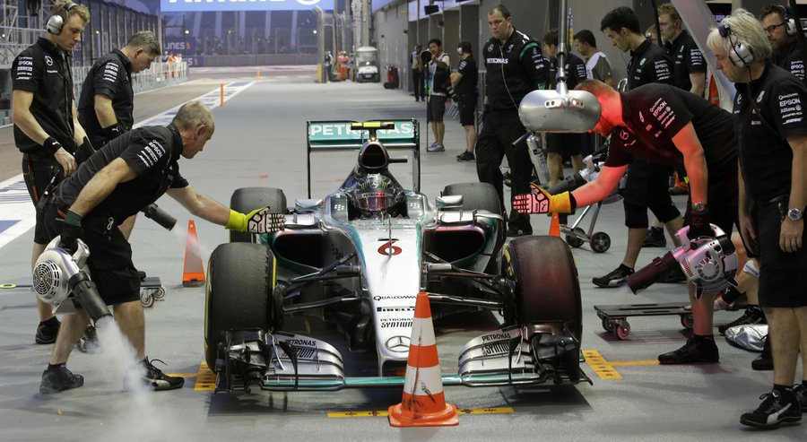 Kvyat sets pace in Singapore Grand Prix second practice