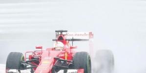 Mercedes' Rosberg takes pole at Japanese GP