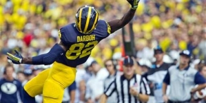 Michigan's Smith hurts ankle, says he'll play next week