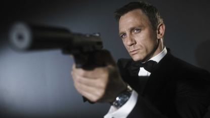 New Spectre poster has Daniel Craig in classic James Bond pose