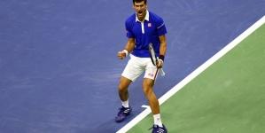 Roger Federer's legendary 'Tweener' shot against Novak Djokovic from US Open 2009