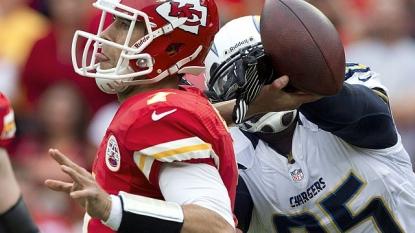 Peyton Manning pops up on injury report