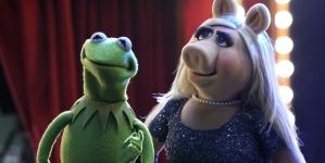 Piggy & Kermit Divorce, Pot Jokes, Nathan Fillion & Elizabeth Banks on New