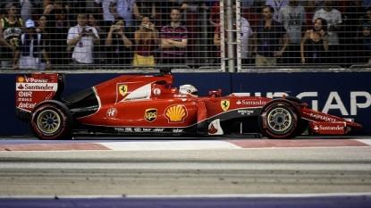 Vettel takes Singapore pole