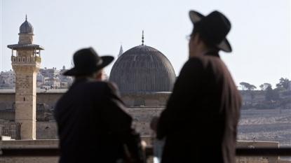 Violent clashes rock al-Aqsa mosque in East Jerusalem