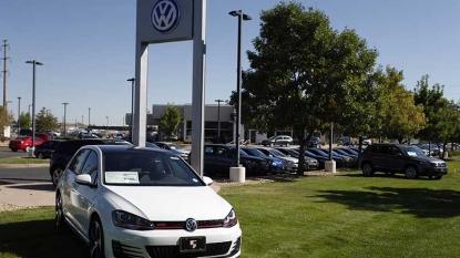 Volkswagen CEO steps down amid emission scandal