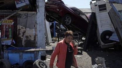 8.3 quake  strikes coast of Chile, sends widespread tsunami warnings