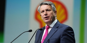 Shell CEO sees first signs of oil price recovery