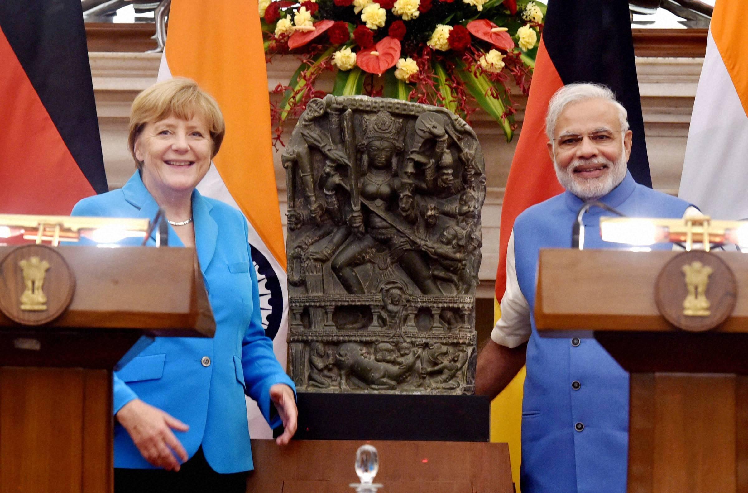 Angela Merkel receives guard of honour at Rashtrapati Bhawan