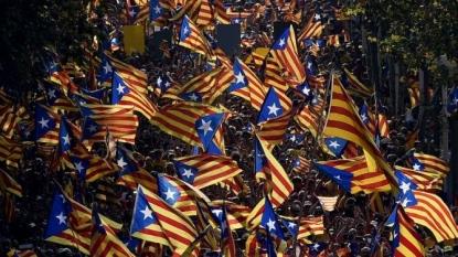 Freakish flag fight in Spain ahead of Catalan vote