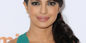 Here's how Bollywood Actresses are wishing Priyanka for Quantico!