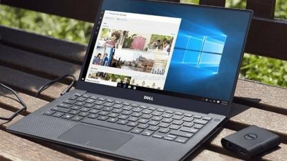 Lenovo IdeaPad vs Microsoft Surface Pro 4: Battle!