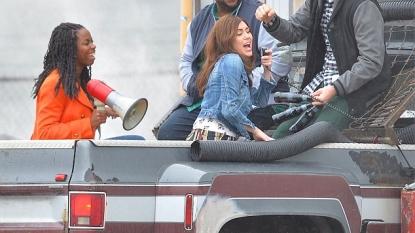 Miley Cyrus, Leslie Jones get close in new 'SNL' promos